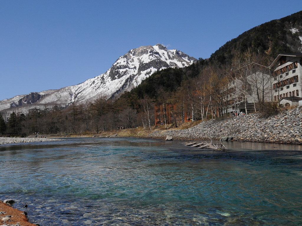 焼岳と梓川.jpg