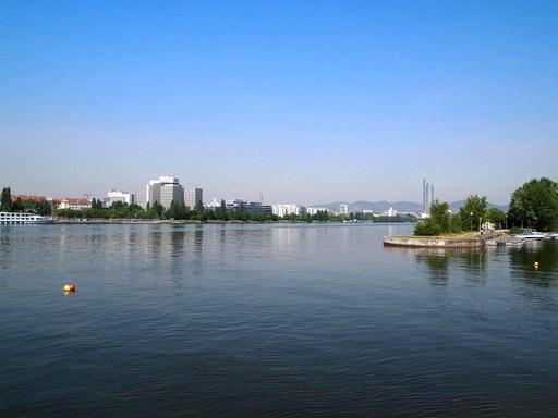ドナウ川 ウイーン オーストリア.jpg
