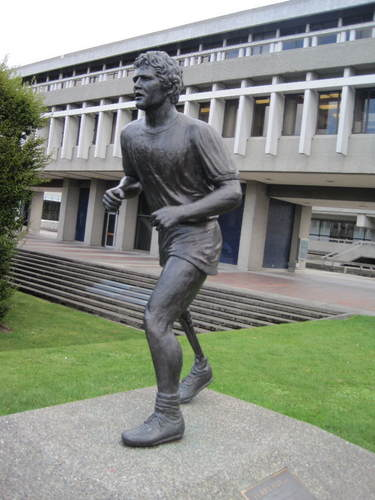 Terry Fox Statue at SFU.jpg